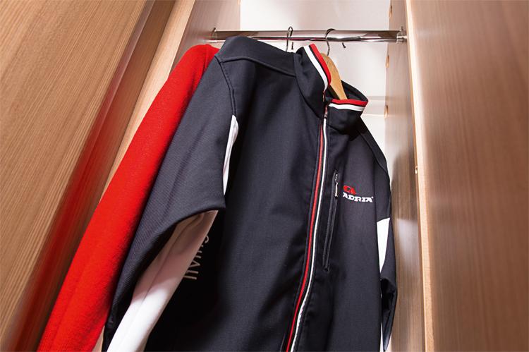 511_AVIVA_512_PT_detail_wardrobe_4BC_6175